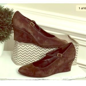 Chaps 9M Adele Brown Suede Wedge Shoes Mary Jane's